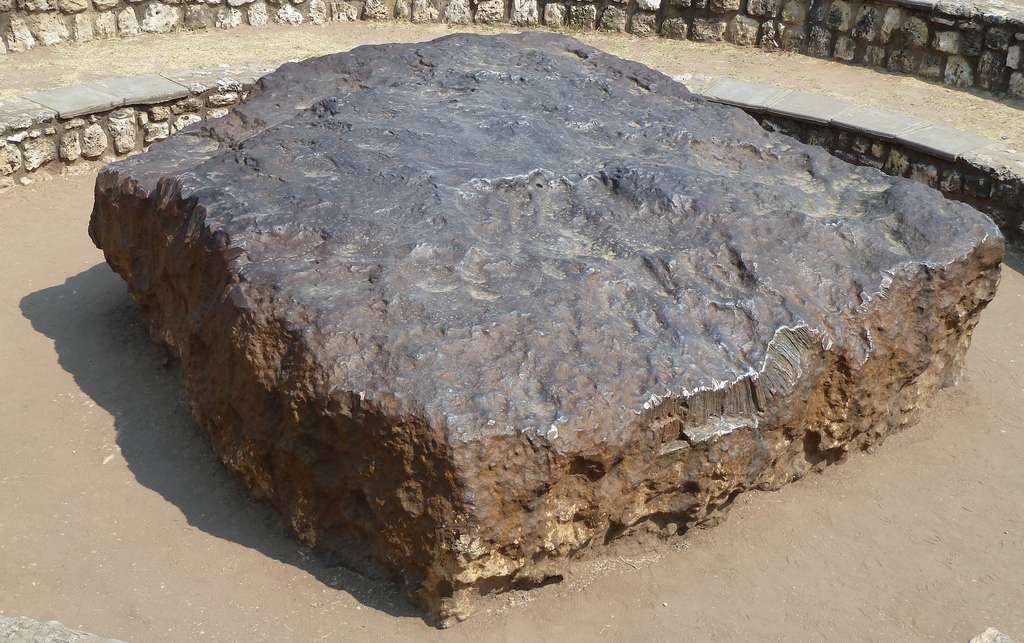 Ce fragment de la météorite Hoba est le plus gros jamais trouvé sur Terre. © PeterJupke, Pixabay, CC0 Public Domain