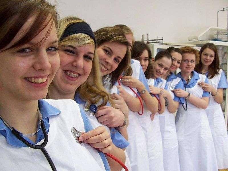 Infirmière, un métier pour les femmes avec un index long. © Vlastimil, flickr, cc by sa 2.0
