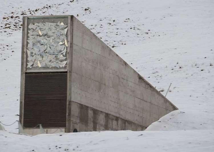 L'entrée de la grotte de la Réserve de semences du Svalbard. © Bjoertvedt, Licence Creative Commons (by-nc-sa 3.0)