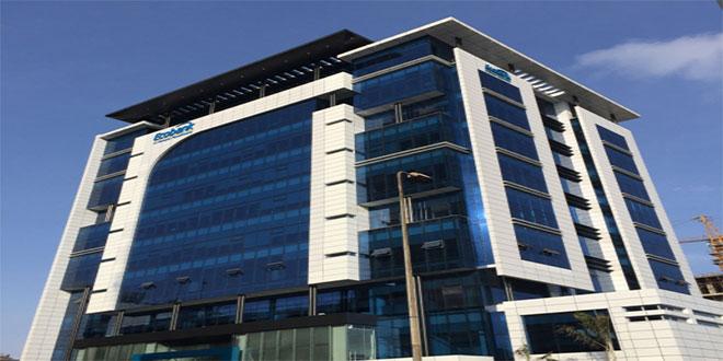Photo d'un immeuble Ecobank paint en blue et blanc