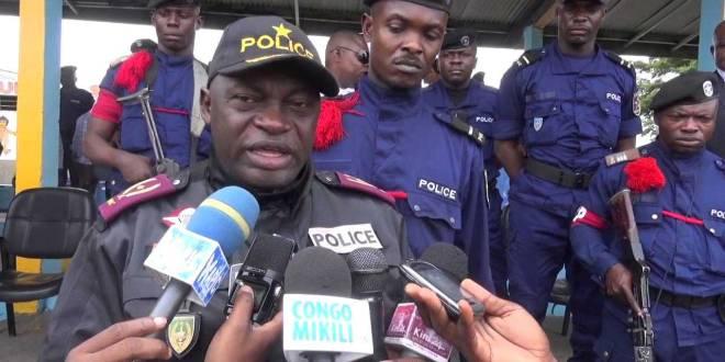 Général Célestin KANYAMA devant la presse congolaise.