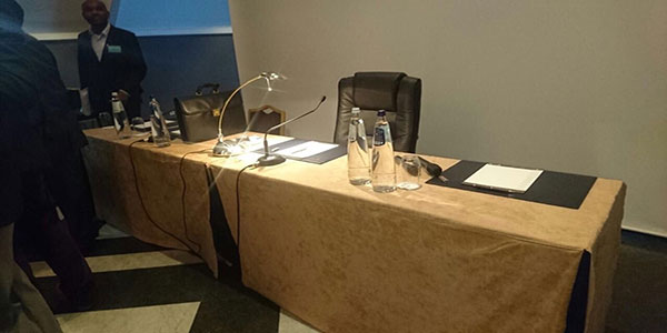Une table réservée à politicien lors de la Conférence de Bruxelles en Juin 2016.