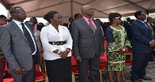 Photo des politiciens lors d'une cérémonie hommage a Patrice EMERY LUMUMBA, l'héros national caongilais