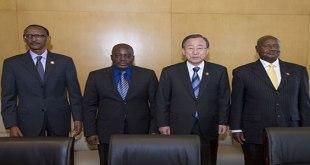 Sur la photo de gauche a droite: Paul Kagame, Joseph Kabila, Ban Ki-Moon, Yoweri Museveni
