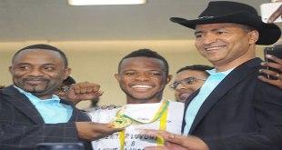 Photo d'un homme d'affaire et president d'un club , célébrant la victoire des Leopards a la CHAN 2016
