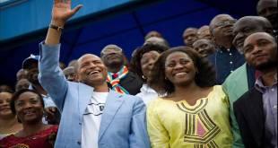 Moise KATUMBI saluting some people
