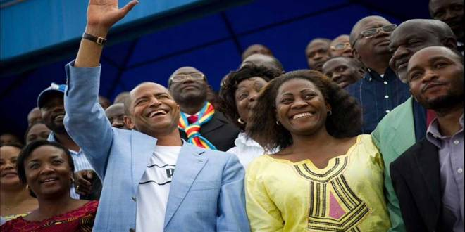 Moise KATUMBI saluting some people