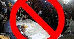 Dialogue : Kamerhe entrain de signer l'accord