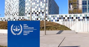 Aux alentours du siège de la Cour Pénal Internationale, La Haye, Hollande.