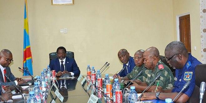 Joseph KABILA, président de RDC, en réunion avec les officiers de l'armée congolaise.