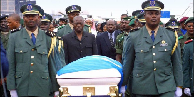 Arrival of the M'Zee Laurent-Désiré KABILA Coffin in Cinshasa, 21 jan 2001.