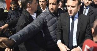 Alexandre BENALLA en train de protege Emmanuel MACRON pendant la campagne présidentielle.