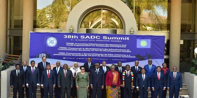 Joseph Kabila (1er gauche). Photo de famille, 38th SADC Summit, Windhoek, Namibia, 17 August 2018.
