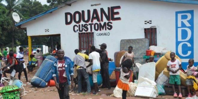 Migrants congolais expulses de l'Angola se rassemblent a kamako