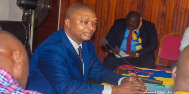 Emmanuel RAMAZANI SHADARY, politicien congolais et membre du parti PPRD de Joseph KABILA.