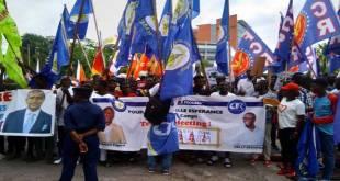 Militants AR avec des banderoles de Katumbi et Sesanga.