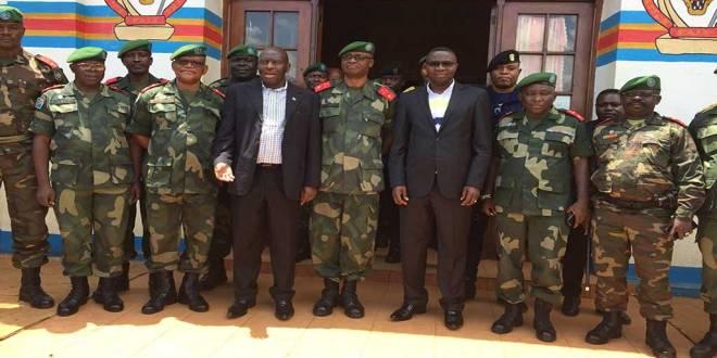 Officiers FARDC avec le Gouverneur Julien PALUKU.