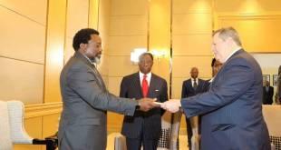 Joseph KABILA reçoit les lettres de créance du nouveau Ambassadeur des USA en RDC.