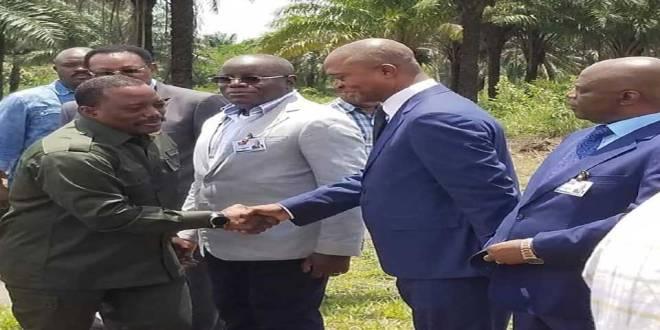 Joseph KABILA greeting members of his coalition.