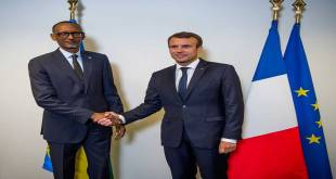 Poignée de main entre Paul KAGAME, président du Rwanda et Emmanuel MACRON, président français.