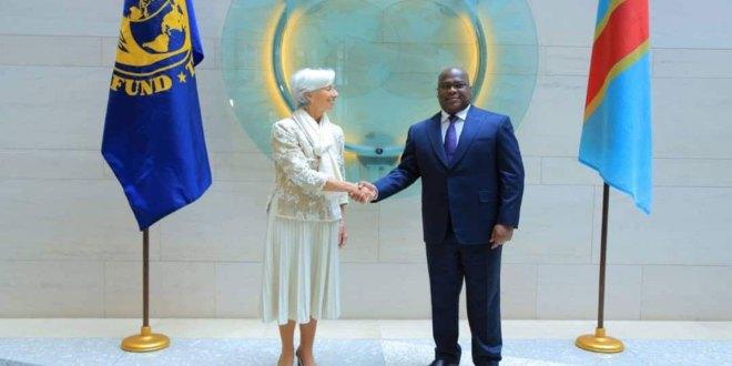 Poignée de main entre Fatshi, président de la RDC et Lagarde, présidente du FMI.