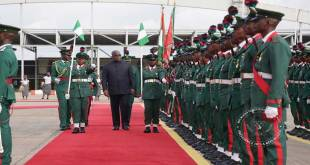 Passage en revue - Fatshi, president de la RDC.