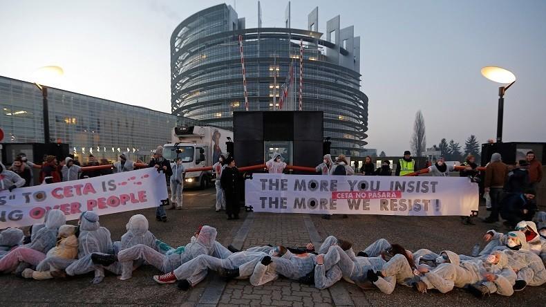 Les députés européens votent l'accord controversé sur le CETA à Strasbourg
