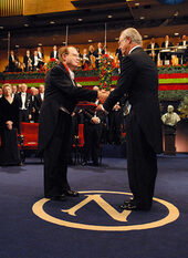 Le professeur Luc Montagnier le prix Nobel de médecine en 2008