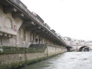 Romantic walk on the seine bank - Paris