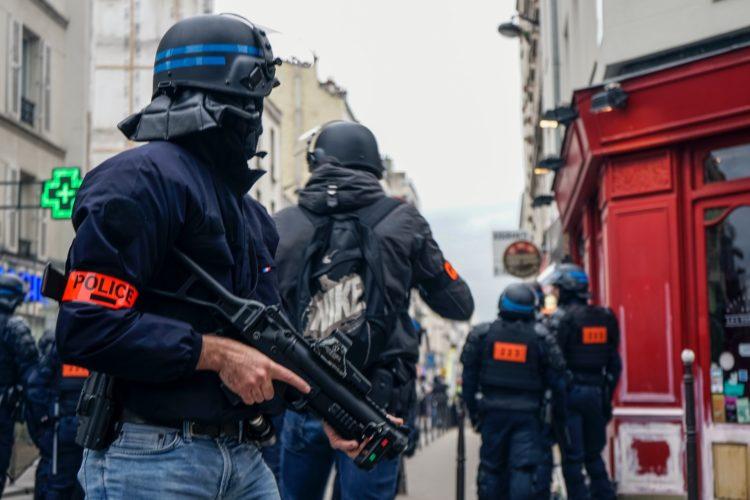 France: Les arrestations par étranglement abandonnées, «tolérance zéro contre le racisme»