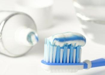 Des tests en laboratoire affirment que le dentifrice neutralise à 99,9% le Covid-19