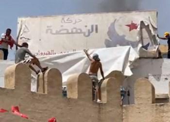 Tunisie: des locaux du parti islamiste Ennahda attaqués dans tout le pays