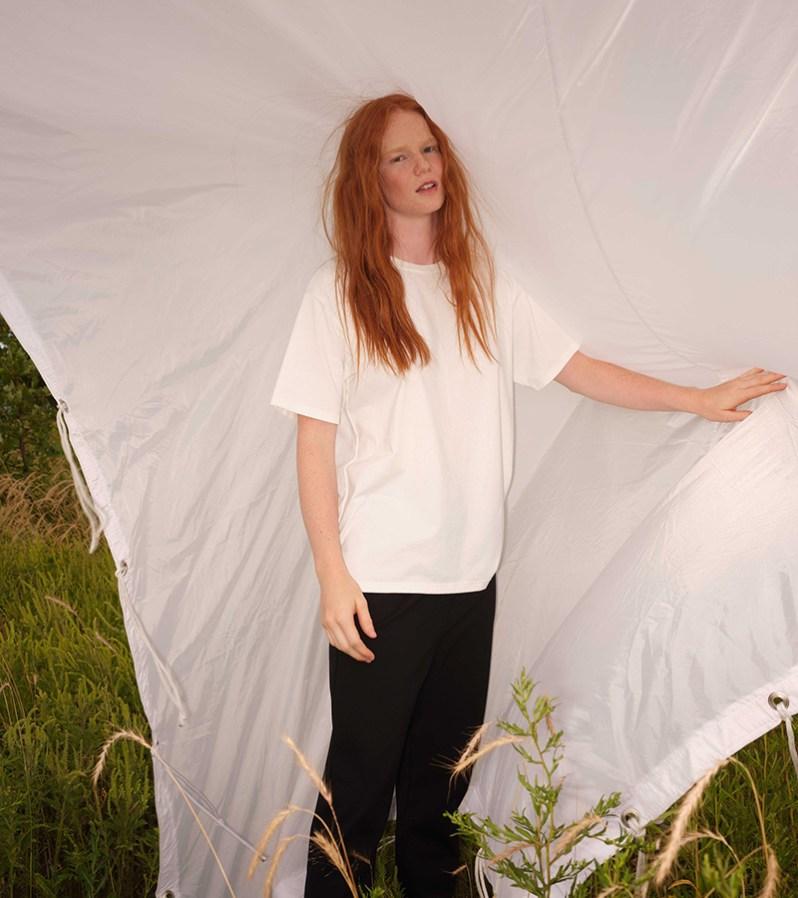 T-shirt blanc Odeyalo fabriqué au Québec