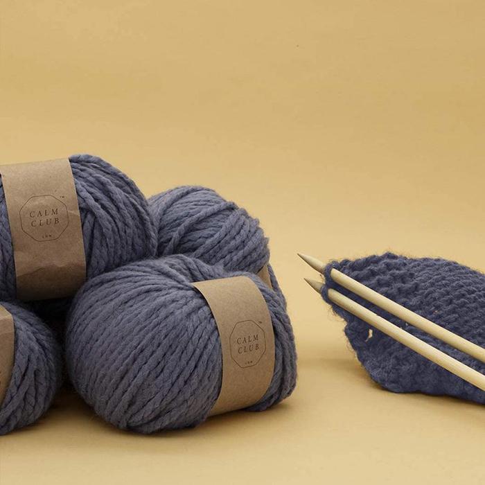 Kit DIY pour tricoter une couverture de la marque Calm Club
