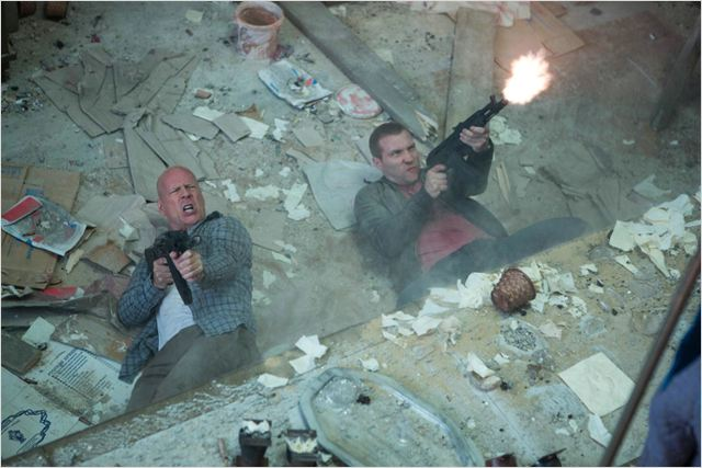 Die Hard : belle journée pour mourir : photo Bruce Willis, Jai Courtney