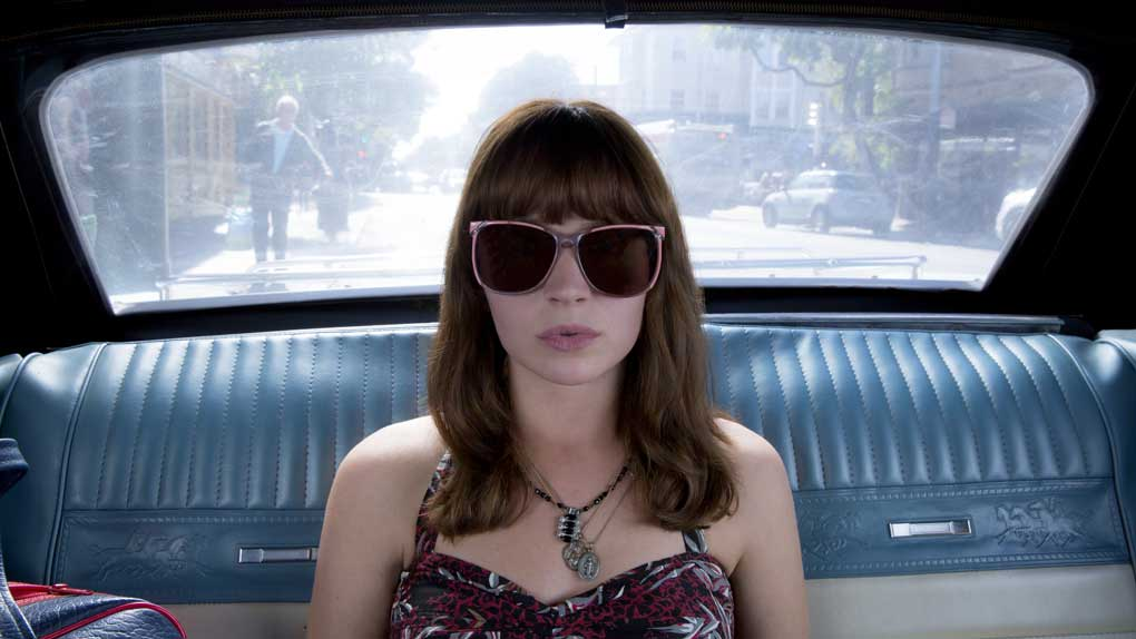 Britt Robertson est Sophia Amoruso dans Girlboss