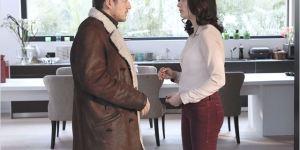 Romain Faubert (Dany Boon) est plus ou moins recueilli par Anna Zvenka (Alice Pol), qui le prend pour un révolutionnaire tcherkistanais...