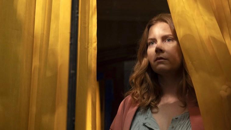 La Femme à la fenêtre sur Netflix : c'est quoi ce thriller hitchcockien avec Amy Adams ? – Actus Ciné