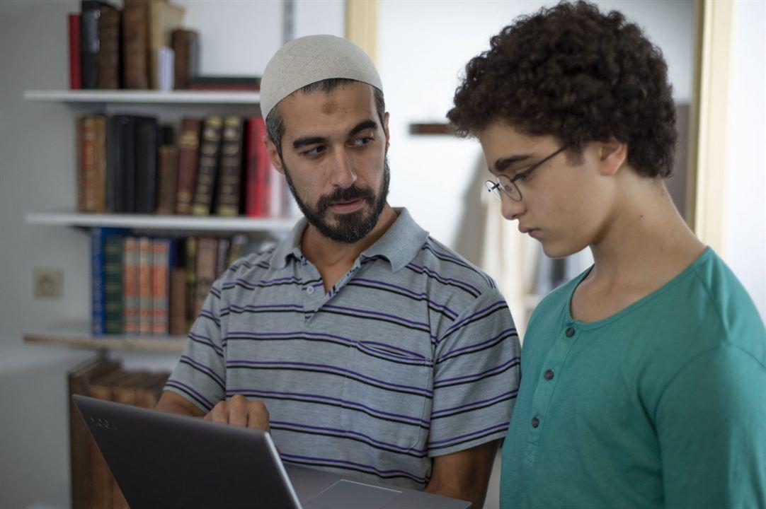 Le Jeune Ahmed : Photo Idir Ben Addi, Othmane Moumen