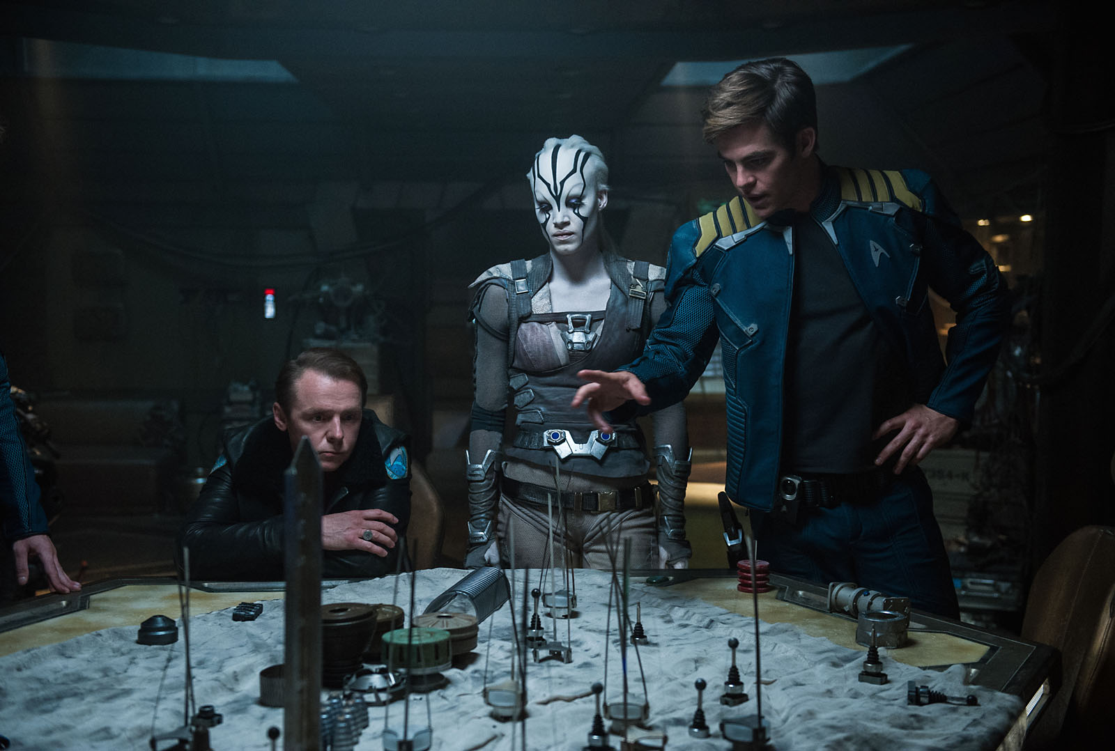 Scotty (Simon Pegg), Jaylah (Sofia Boutella) et Kirk (Chris Pine)