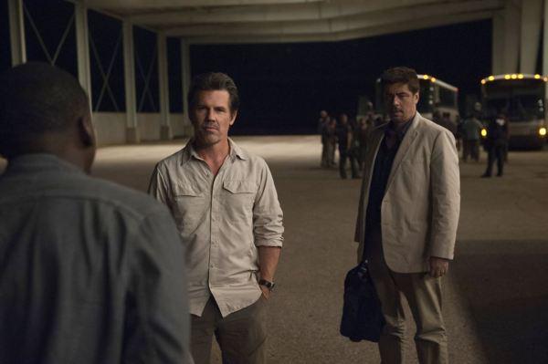 Josh Brolin & Benicio Del Toro in Sicario 2: Soldado
