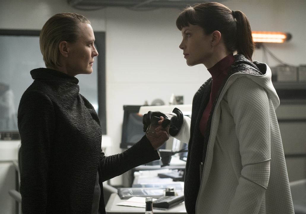 Blade Runner 2049 : Photo Robin Wright, Sylvia Hoeks