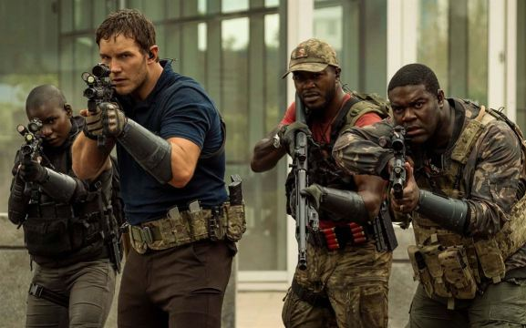 The Tomorrow War: Chris Pratt, Edwin Hodge, Sam Richardson