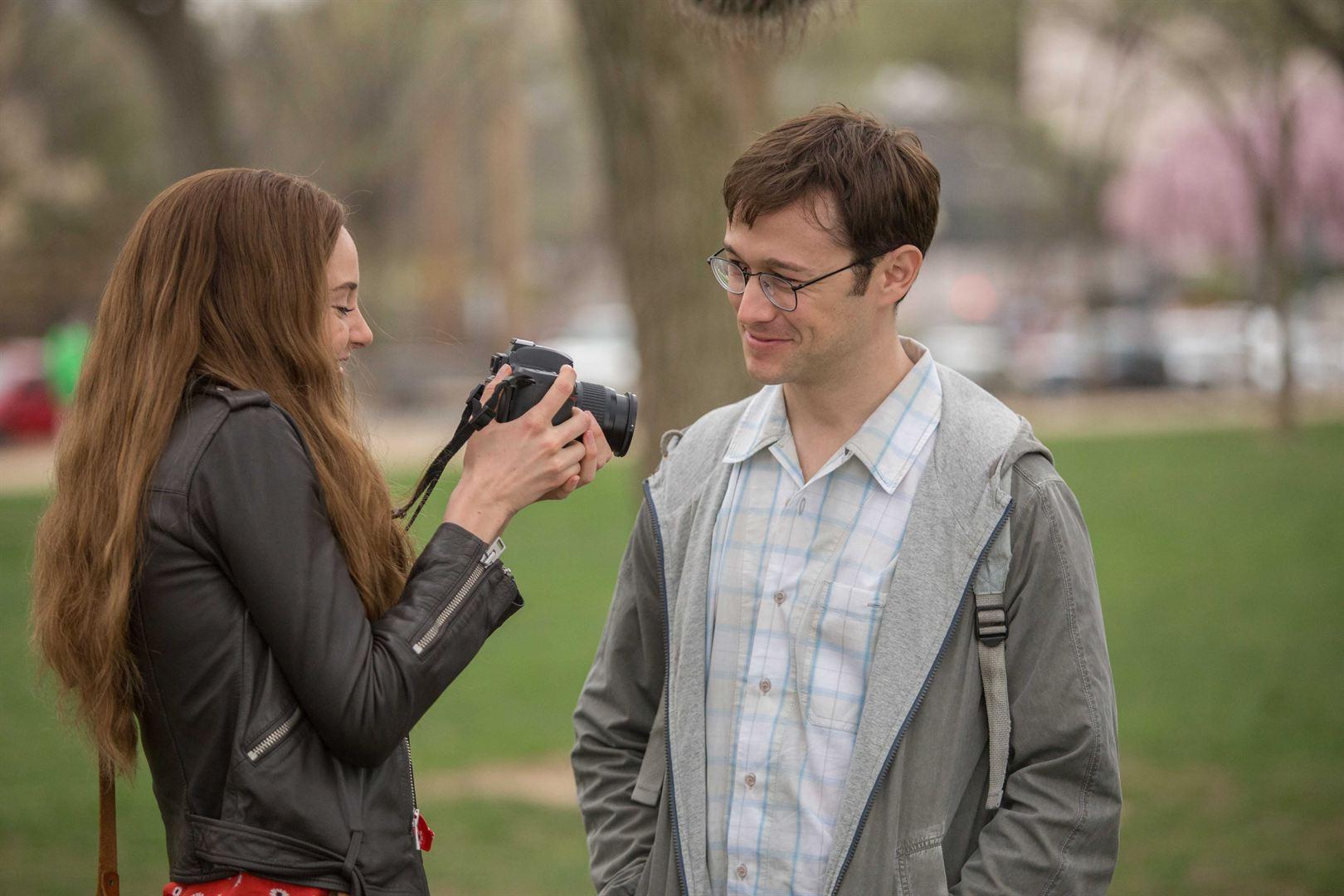 Lindsay Mills (Shailene Woodley) et Edward Snowden (Joseph Gordon-Levitt)