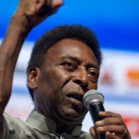 Kylian Mbappé succède à... Pelé, qui le félicite