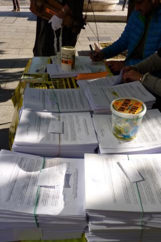 entrega-firmas-fracking-santander2-diciembre2015-peq