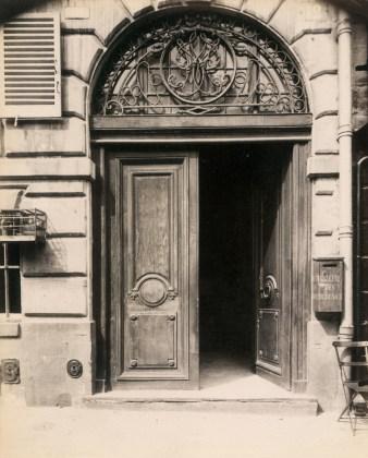 Hôtel, place Dauphine 12, 1903-04, albumen silver print