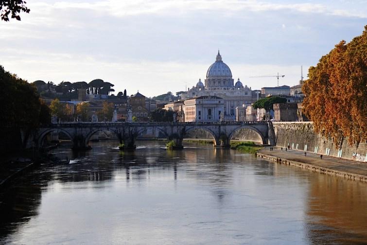 Rzym-widok na Bazylikę św. Piotra w Watykanie