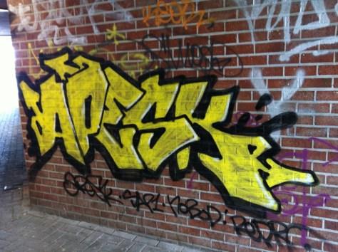 Bruxelles_graffiti_2013_Apesk