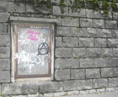 destroy all prison - anarchie - pochoir - lausanne - oct 2013 (2)